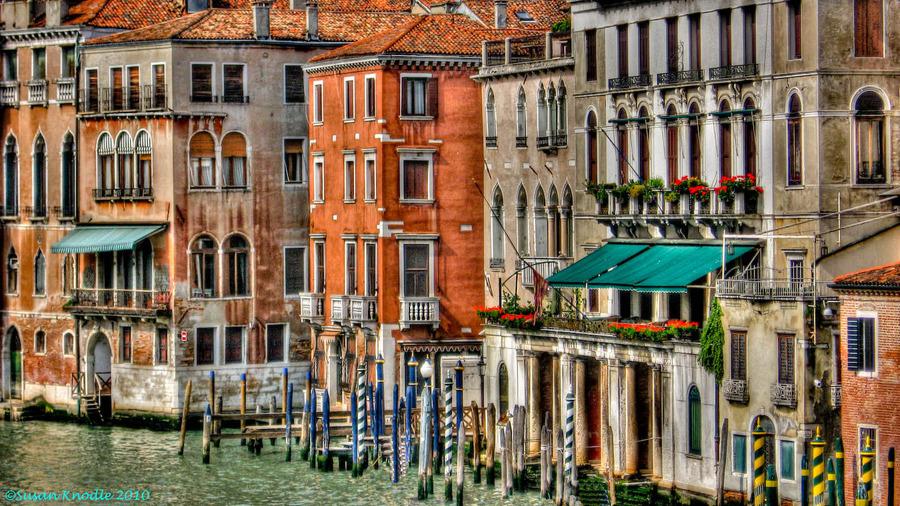 venetian buildings hdr creme