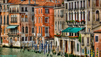 Venetian_buildings-cr
