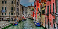 Venice_canal_bridge_and_boats_-_crn-1
