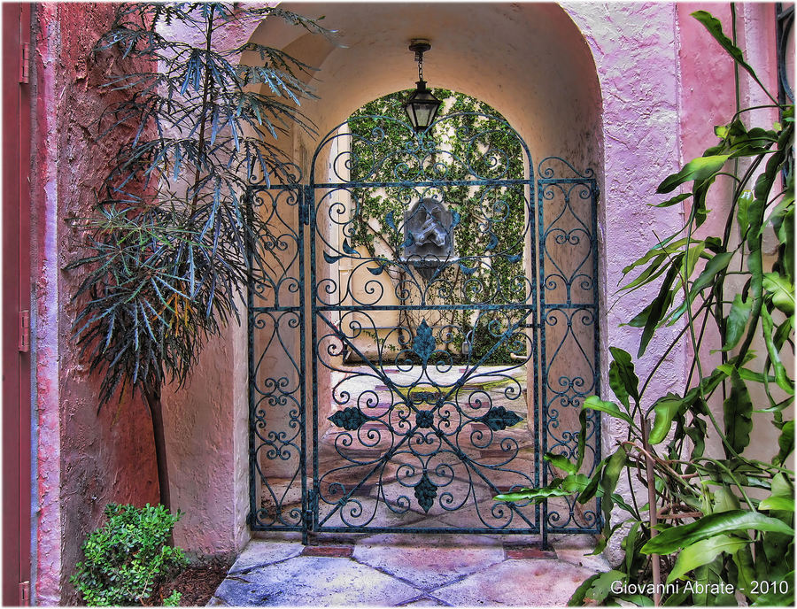 Iron gate small