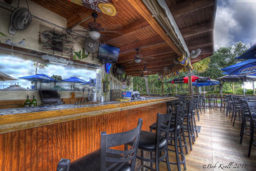 outside bar at maddy 39 s bar grill hdr creme. Black Bedroom Furniture Sets. Home Design Ideas