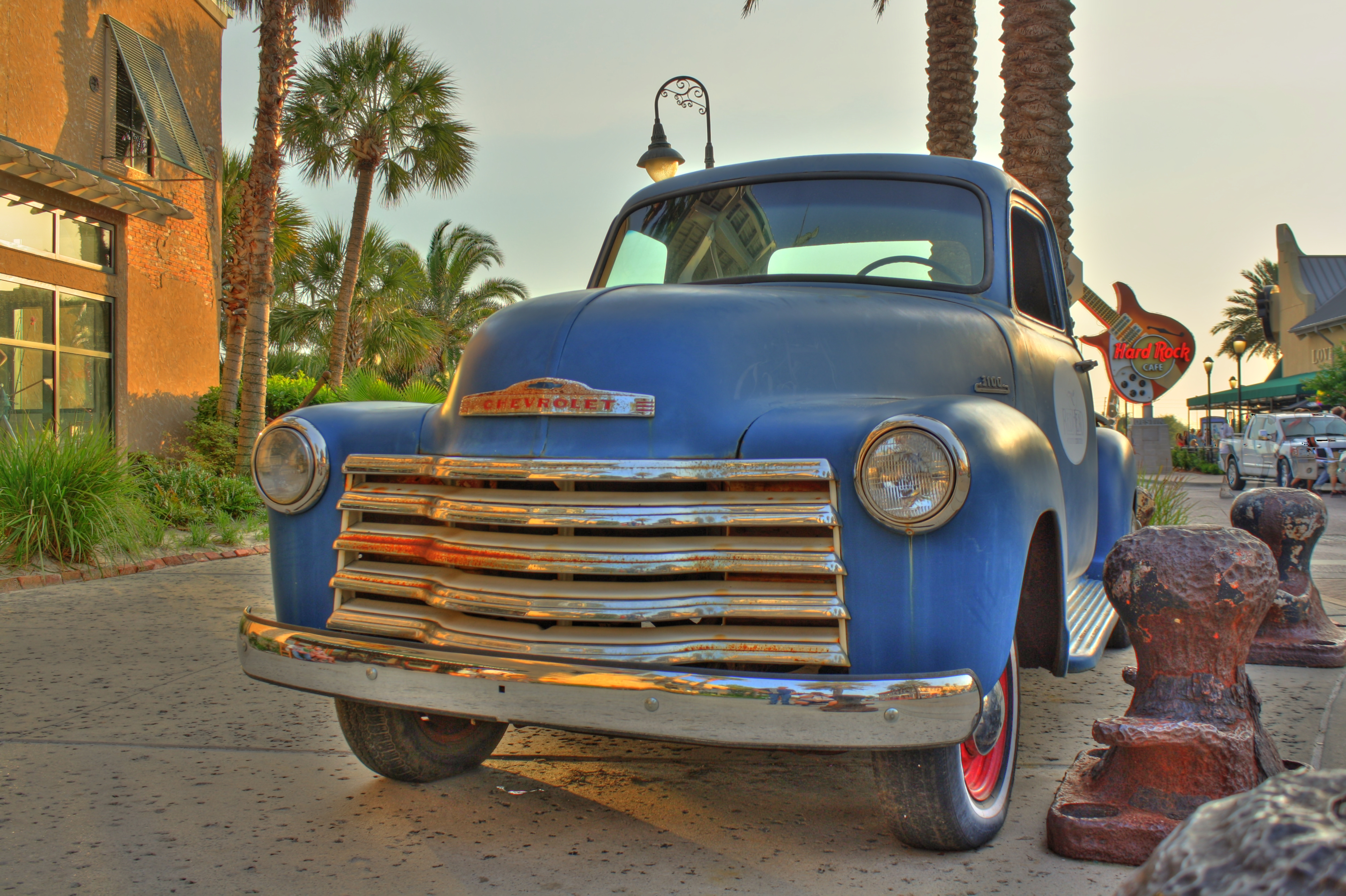 OLD CHEVY TRUCK | HDR creme