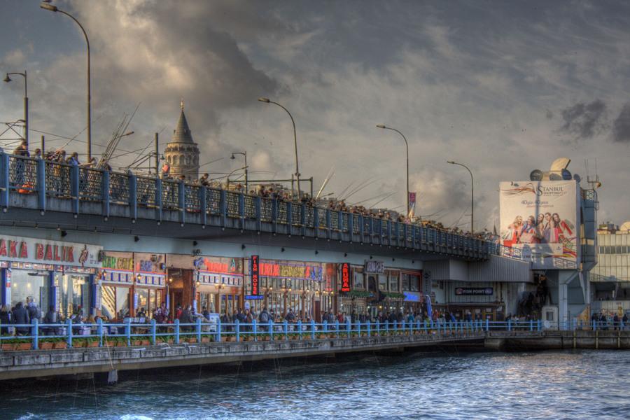Galata bridge Istanbul  HDR creme