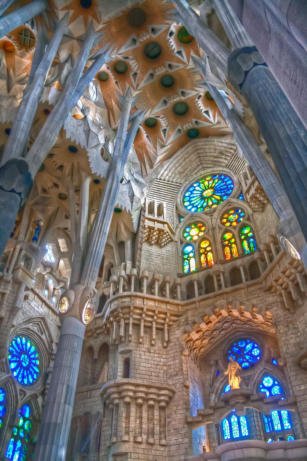 Image gallery interior sagrada familia barcelona for La sagrada familia church