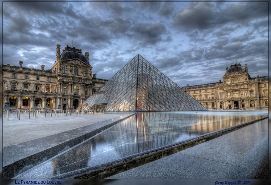 le-pyramide-du-louvre