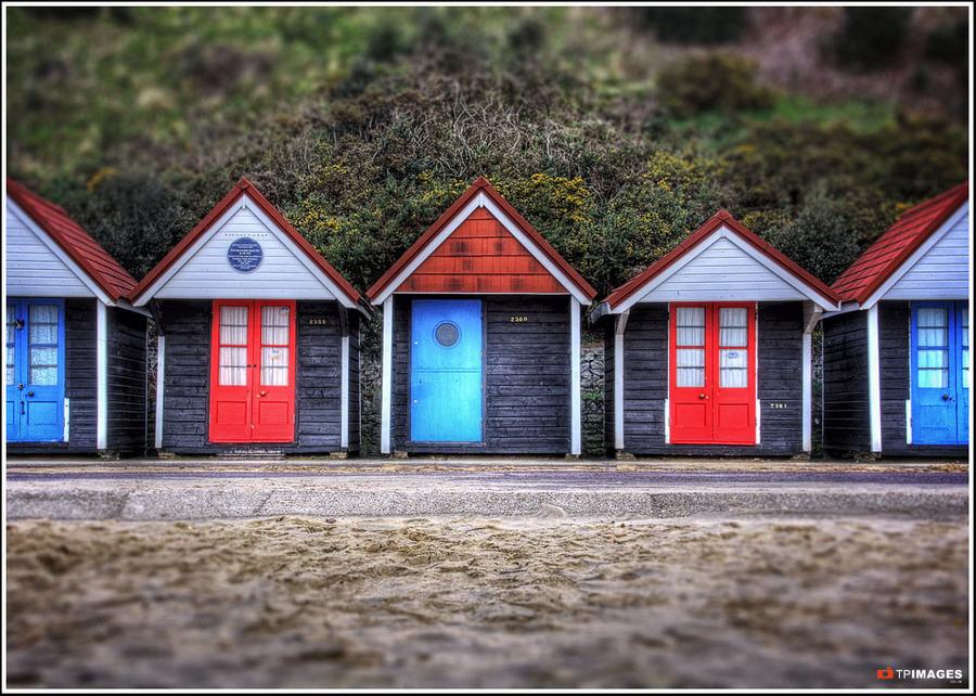 Beach huts hdr creme for Model beach huts