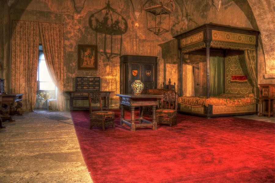Camera da letto castello caetani sermoneta hdr creme - Camera letto a castello ...