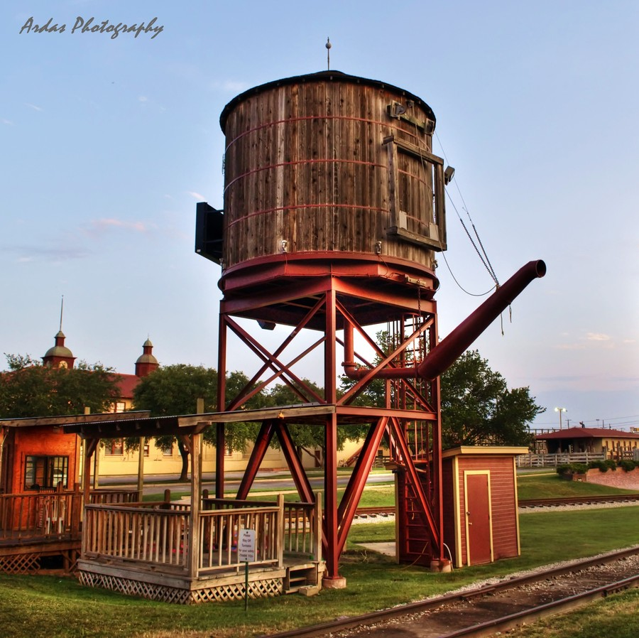 OLD WATER TOWER | HDR creme