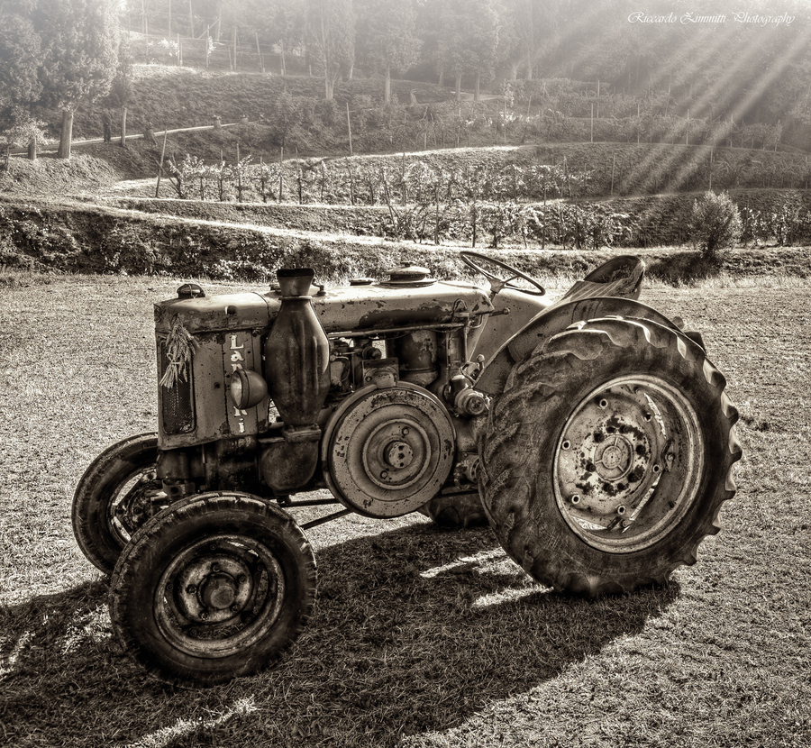 Oldest Antique Tractors : Old tractor b w hdr creme