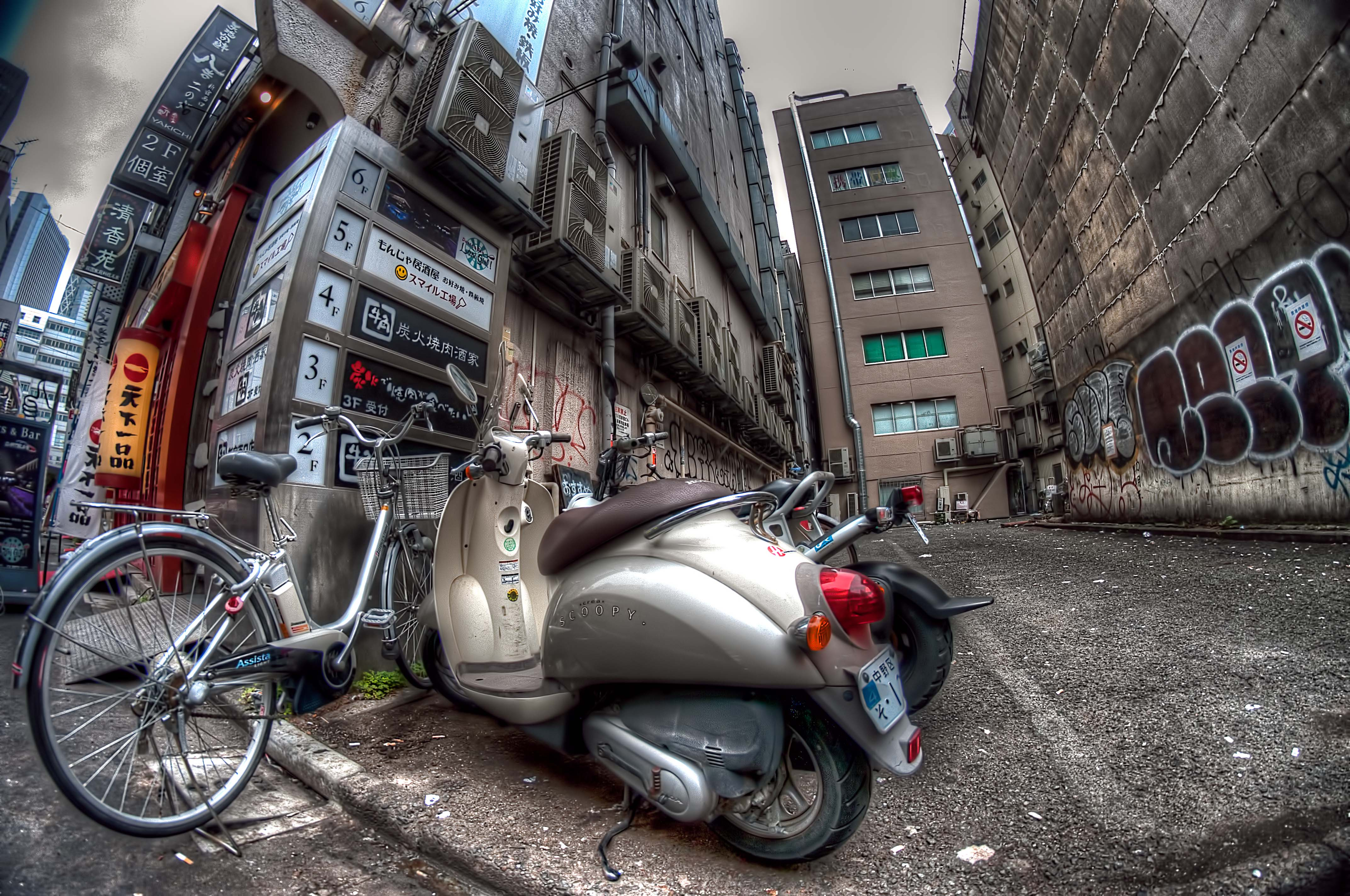 motorcycle photography vs  Bike VS Motorcycle | HDR creme