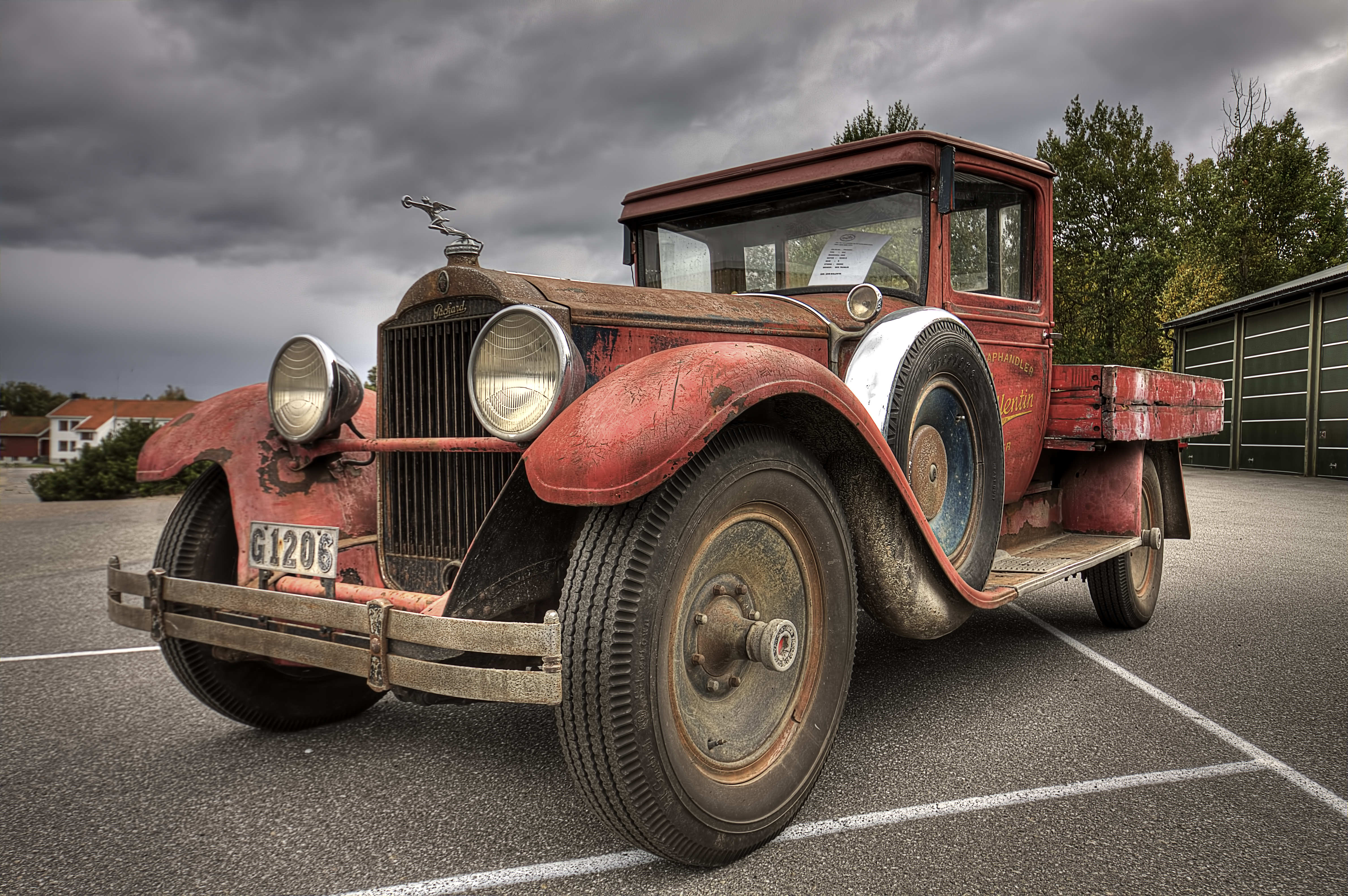 Old truck | HDR creme
