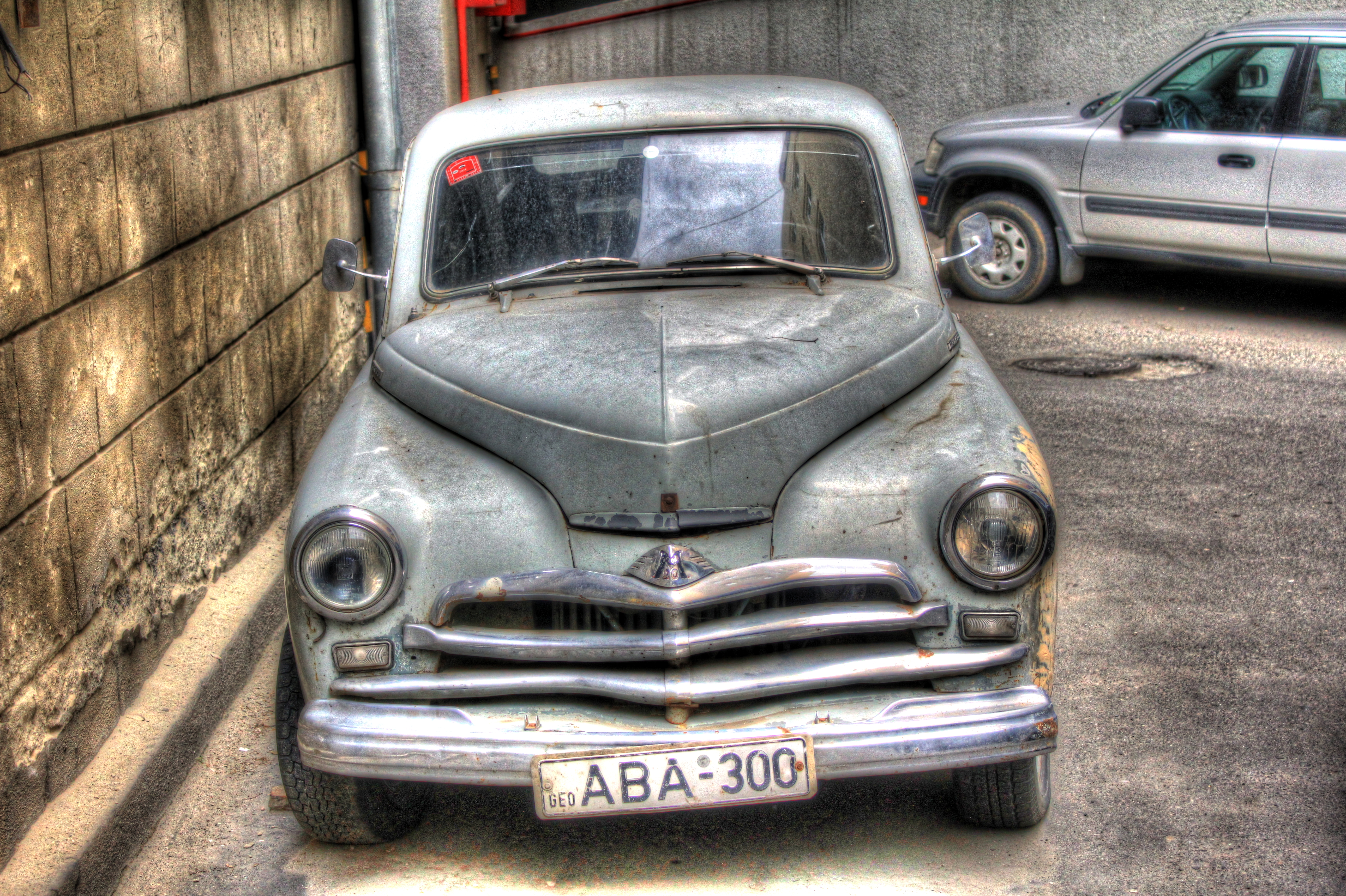 Tbilisi Old Car | HDR creme