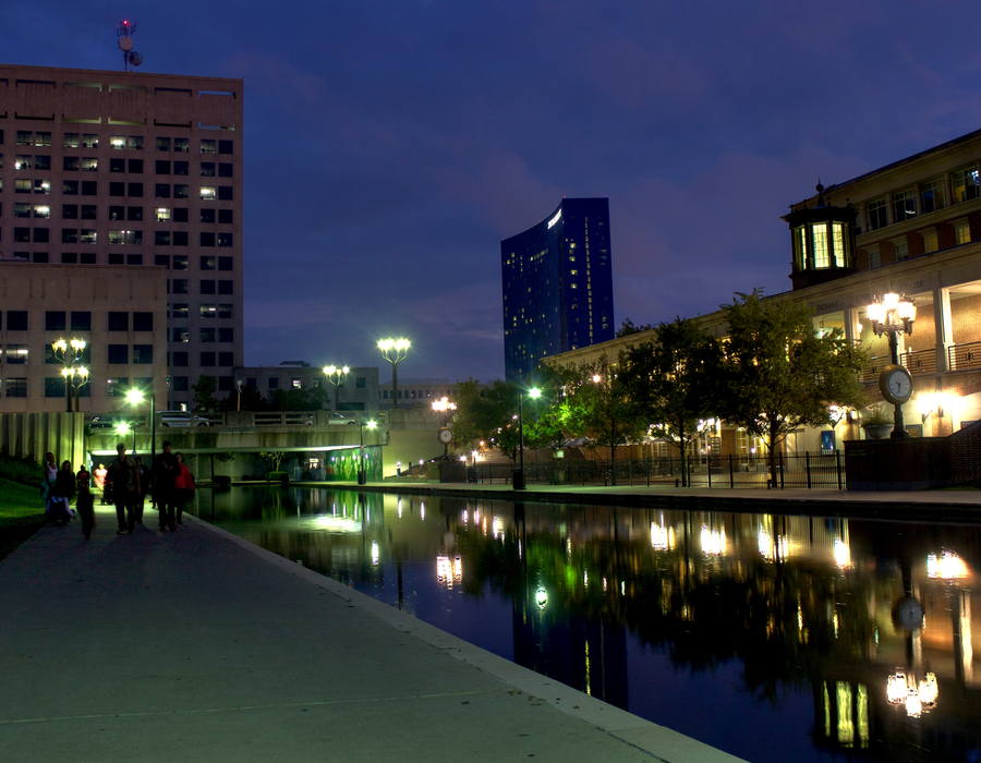 Canal night downtown indianapolis %281%29