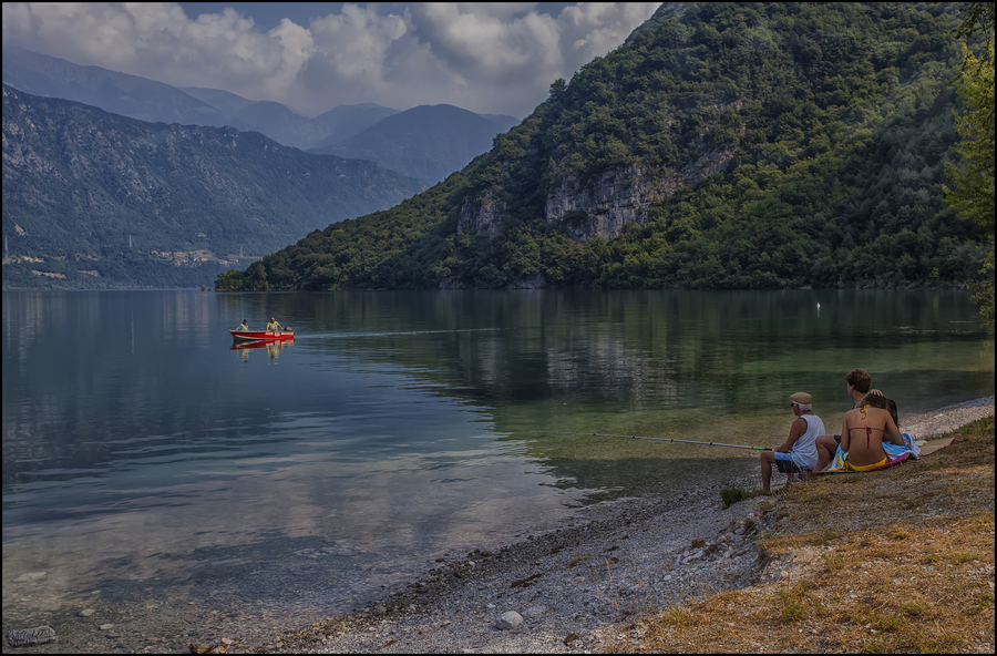Rilassarsi al lago