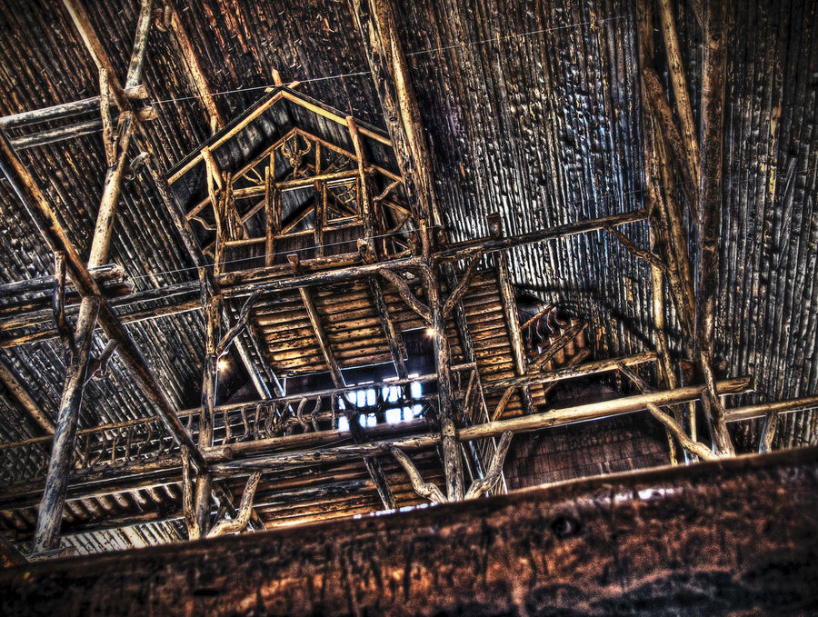 Yellowstone lodge treehouse hdr creme Yellowstone log cabin hotel