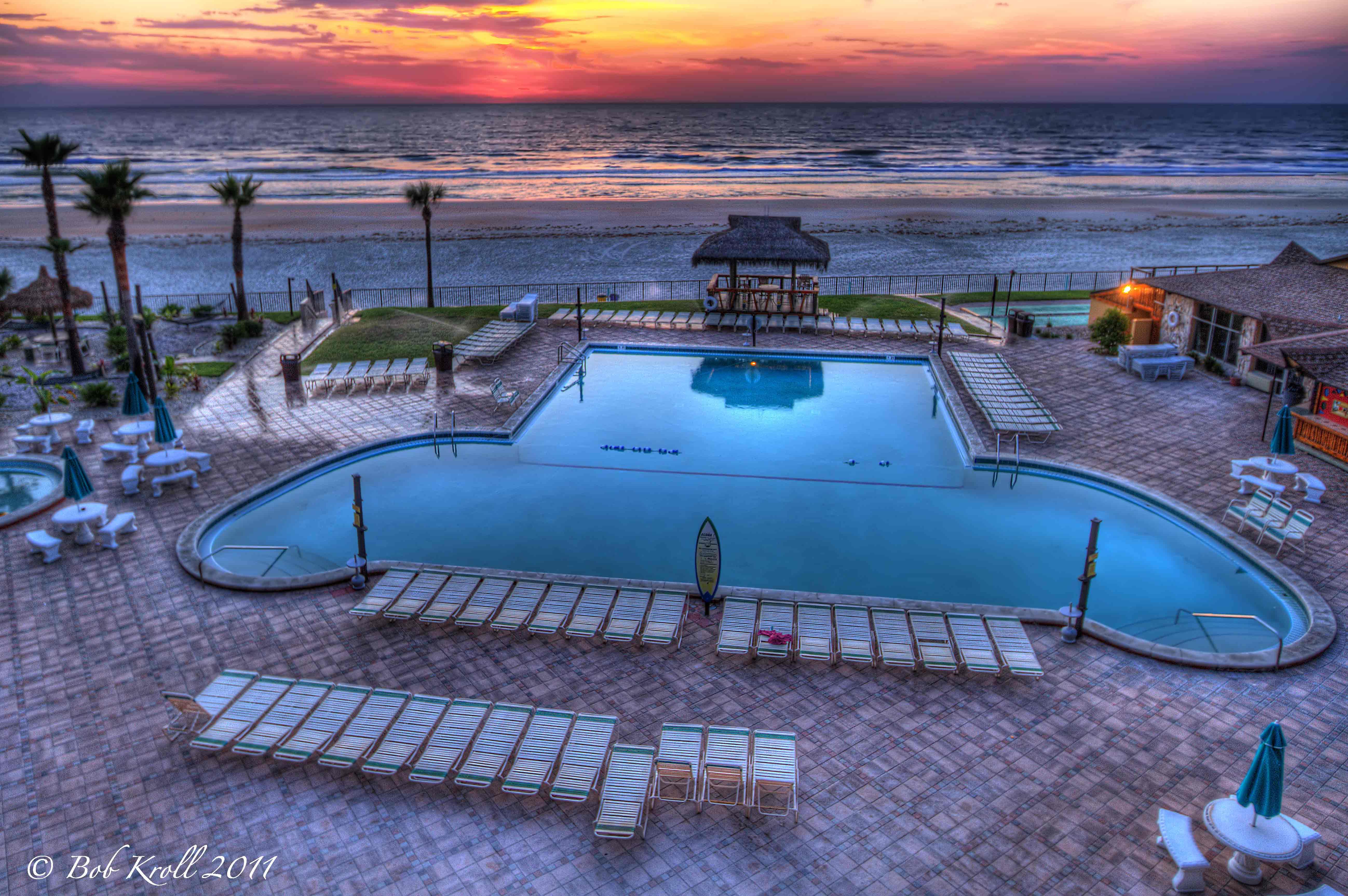Pool At The Hawaiian Inn Resort In Daytona Beach Florida 4494 Views